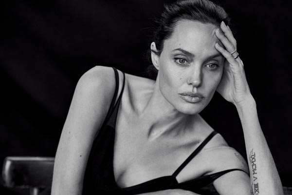 angelina jolie suffer from depression